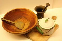 hockmesser_wooden_bowl_mortal_and_pestal_and_egg_pot